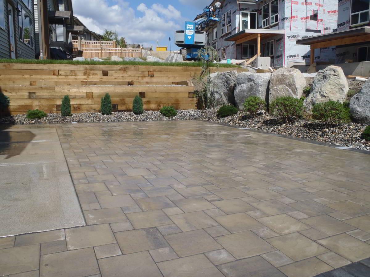 Residential Landscaping - Retaining Walls, Paving Stones